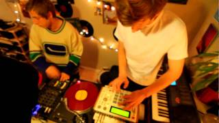 MPC 1000 Drum machine and turntable sesh by Animal Nation